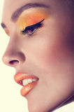 Ung kvinna med makeup arkivfoto