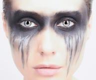 Ung kvinna med makeup demonpunkrockflicka Royaltyfria Foton