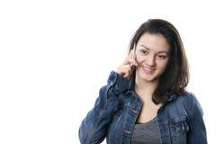 Ung kvinna med mobiltelefonen royaltyfria foton