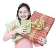 Ung kvinna med Presents royaltyfri bild