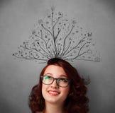 Ung kvinna med tilltrasslade linjer som kommer ut ur hennes huvud Arkivbilder