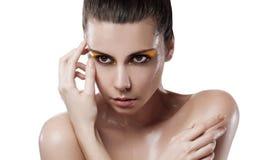 Ung kvinna med våt hud arkivfoto