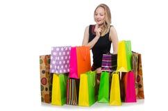Ung kvinna, når att ha shoppat Arkivbild