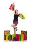 Ung kvinna, når att ha shoppat Arkivbilder