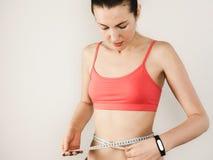 Ung kvinna, når utbildning Sport kondition, hälsa Royaltyfria Foton