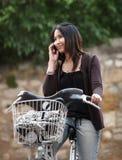 Ung kvinna på en cykel Royaltyfria Foton
