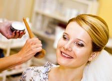Ung kvinna på kosmetologen royaltyfria foton
