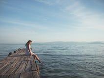 Ung kvinna på semester Fotografering för Bildbyråer