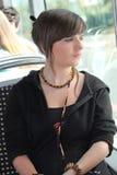 Ung kvinna på spårvagnen Arkivfoton