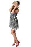 Ung kvinna som bär Straw Hat och Mini Dress arkivbilder