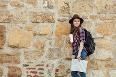Ung kvinna som bara reser fotografering för bildbyråer