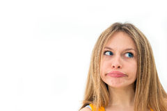 Ung kvinna som gör en rolig grimas Royaltyfri Foto