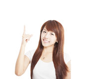 Ung kvinna som ler och pekar upp Arkivbilder