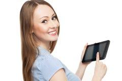 Ung kvinna som rymmer den digitala tableten Fotografering för Bildbyråer