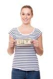 Ung kvinna som rymmer 10 dollar Fotografering för Bildbyråer