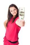 Ung kvinna som rymmer en räkning för dollar 100 Arkivfoto