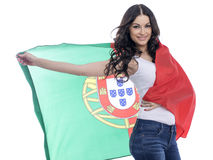 Ung kvinna som rymmer en stor flagga av Portugal Royaltyfria Bilder