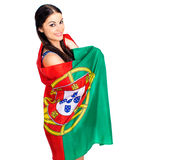 Ung kvinna som rymmer en stor flagga av Portugal Royaltyfri Fotografi