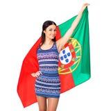 Ung kvinna som rymmer en stor flagga av Portugal Arkivbild
