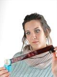 Ung kvinna som ser tappningbildband Royaltyfria Bilder