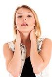 Ung kvinna som slickar kanter Arkivfoton