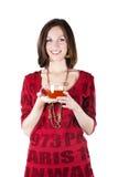 Ung kvinna som tycker om tea Arkivfoto