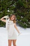 Ung kvinna som tycker om vinter Royaltyfria Foton