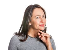 Ung kvinna som visar isolerad misstro royaltyfri bild