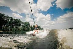 Ung kvinna som wakeboarding Arkivbild