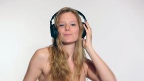 Ung kvinnadans lager videofilmer