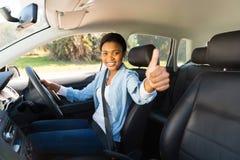 Ung kvinnlig chaufför Fotografering för Bildbyråer