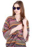 Ung kvinnlig handelsresande i solglasögon Arkivfoto