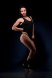 Ung kvinnlig idrottsman nen i svart underkläder royaltyfri fotografi