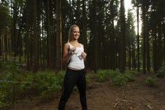 Ung kvinnlig jogger Arkivfoton