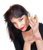 Ung kvinnlig med exponeringsglas av wine Arkivbild