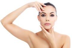 Ung kvinnlig med ren ny hud Royaltyfria Bilder