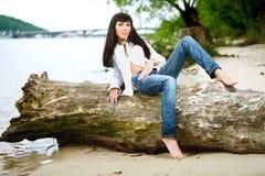 Ung kvinnlig på en stråle arkivfoton