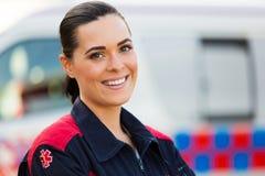 Ung kvinnlig person med paramedicinsk utbildning Arkivfoto