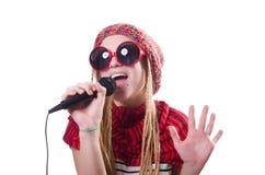 Ung kvinnlig sångare med mic Royaltyfri Foto