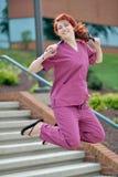 Ung kvinnlig sjukvårdprofessionell Royaltyfria Bilder