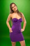 Ung kvinnlig som bär sexiga Violet Portrait Royaltyfri Fotografi