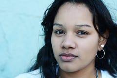 Ung latinsk kvinna royaltyfri fotografi