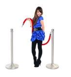 Ung le flicka som poserar med ett rött rep Royaltyfria Bilder
