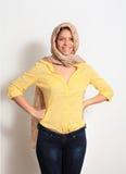 Ung le kvinna med en scarfhippie Arkivfoto