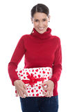 Ung le kvinna som rymmer en gåvaask för valentin eller christma Arkivfoton