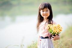 Ung liten asiatisk flicka Arkivfoto