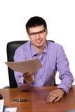 Ung lycklig affärsman som ger dokumentet royaltyfri bild