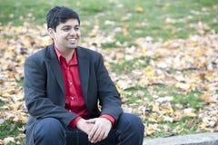 Ung lycklig indisk man royaltyfria foton