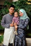 Ung malajiska familjstående Arkivbild