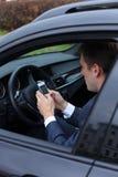 ung man för attraktiv man i bilen Royaltyfri Foto
